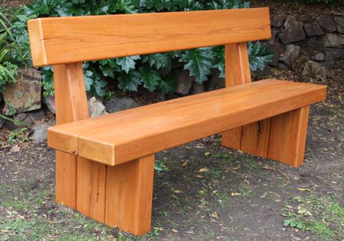 Kerti bútorok - Egyszerű kerti padok fából