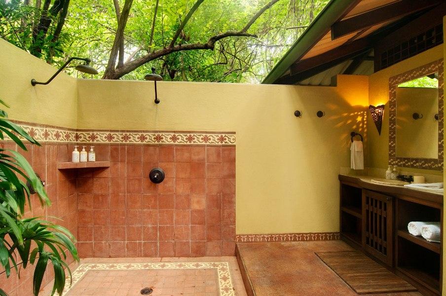 Kerti p tm nyek f rd szoba a kertben for Eco bathroom ideas